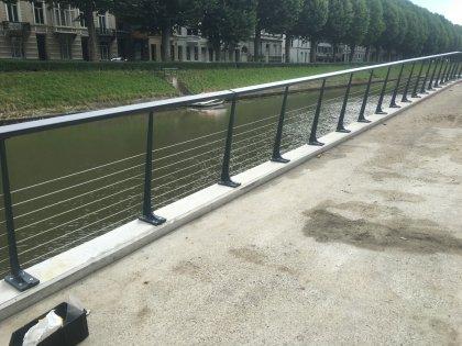 Stalen leuningen rozemarijn brug te Gent